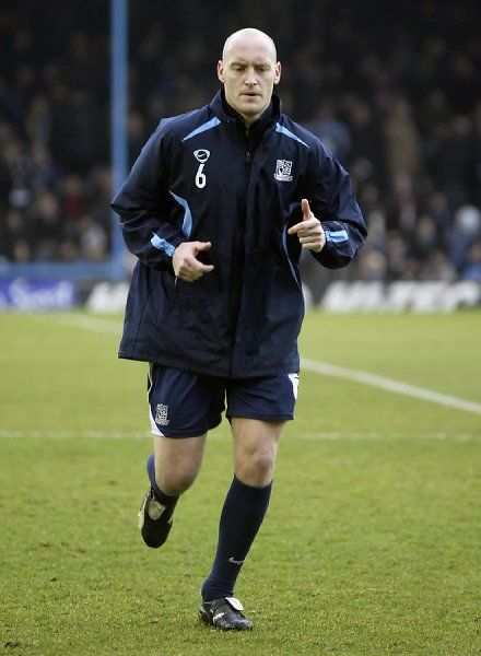 ENGLAND, SOUTHEND, ROOTS HALL - 01/01/08 - COCA-COLA LEAGUE ONE - SOUTHEND V BRISTOL ROVERS: ADAM BARRETT VS BRISTOL ROVERS. CREDIT: GALVINEYES