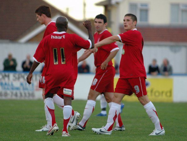 CANVEY, ENGLAND - 20/07/2007: Southend's players congratulate Gary Hooper on his opening goal. CREDIT: Galvineyes/Garry Bowden
