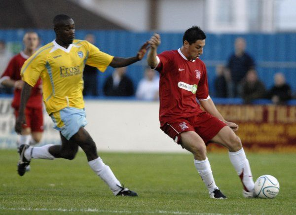 CANVEY, ENGLAND - 20/07/2007: Billy Paynter, goalscorer, passes forwards for Southend. CREDIT: Galvineyes/Garry Bowden