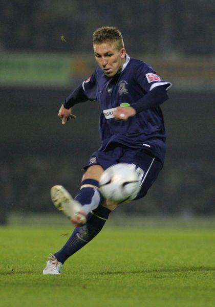 FREDDIE EASTWOOD SCORES FOR SOUTHEND CARLING CUP ROUND 4. SOUTHEND UNITED v MANCHESTER UNITED. 07/11/2006. CREDIT KIERAN GALVIN