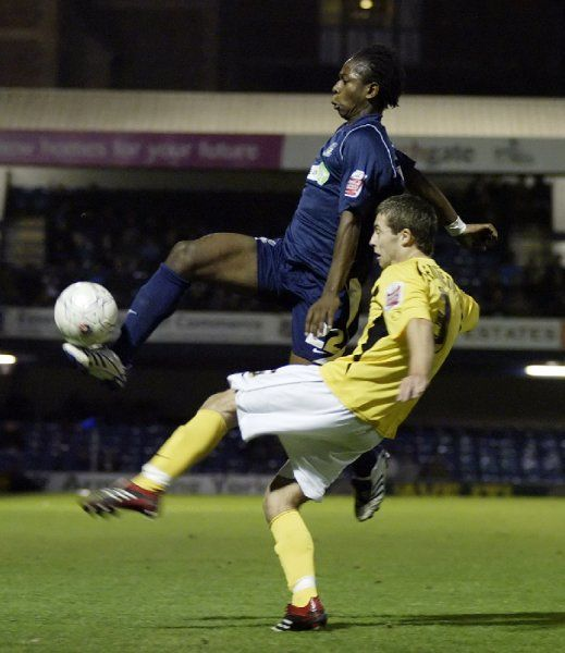 ENGLAND, SOUTHEND, ROOTS HALL - FA CUP 1ST ROUND - SOUTHEND V ROCHDALE: Franck Moussa shows cool control under pressure. CREDIT: Galvineyes
