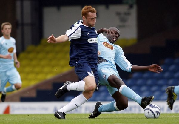 Malchi Farquharson (Southend United) stops Harry Crawford (Southend United) in his tracks. Credit: David Scriven/Pixel8Photos