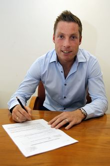 <b>Neil Harris Signs</b><br>Selection of 12 items
